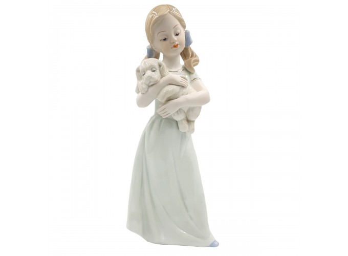 Статуэтка из фарфора  Арт.HP141 (девочка с собачкой на руках)