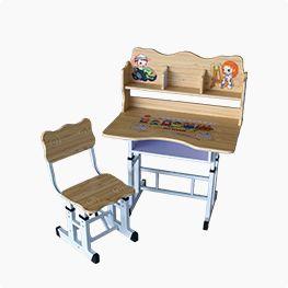 Парта и стул для школьника.